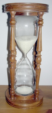 Wooden_hourglass_edit